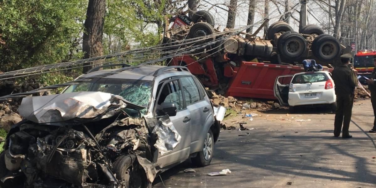 Camión protagonizó choque múltiple: Una mujer falleció