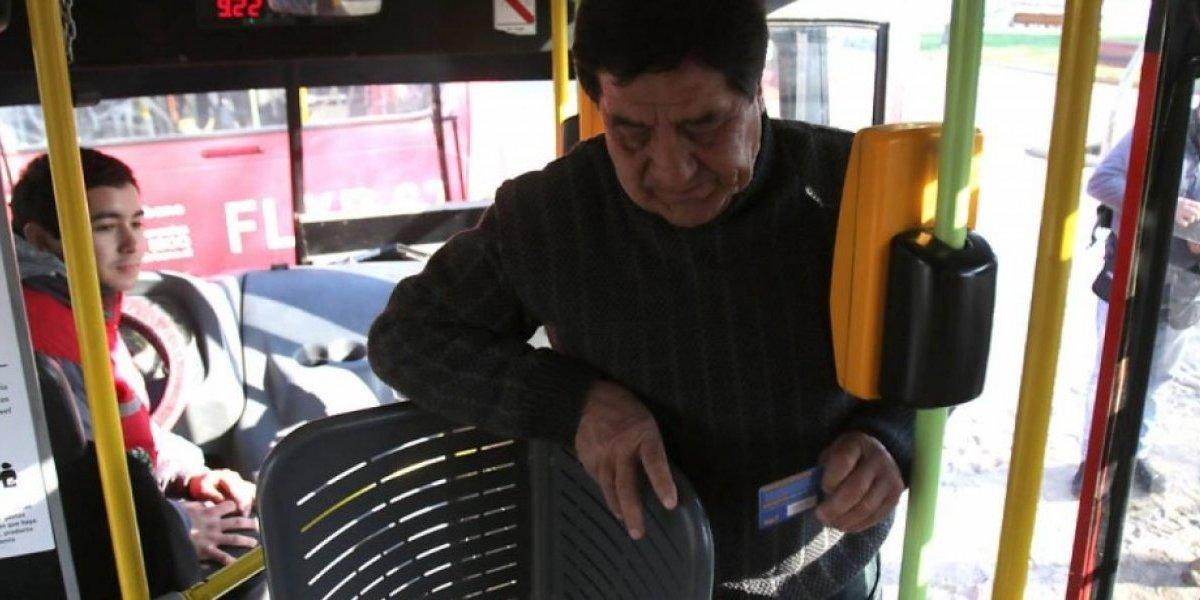 "Torniquetes ""mariposa"" en Transantiago: abogado dice que son ""indignos"" e interpondrá recurso para detener su instalación"