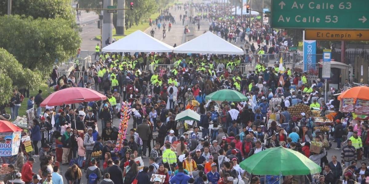 Fotos: Así es la masiva y multitudinaria llegada de personas al Simón Bolívar para ver al papa