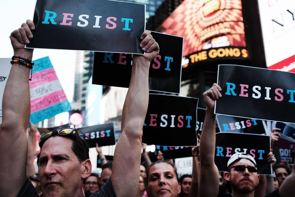 Protestas anti Trump por la medida de prohibir el ingreso de transgénero a cualquier rama del ejército de Estados Unidos.