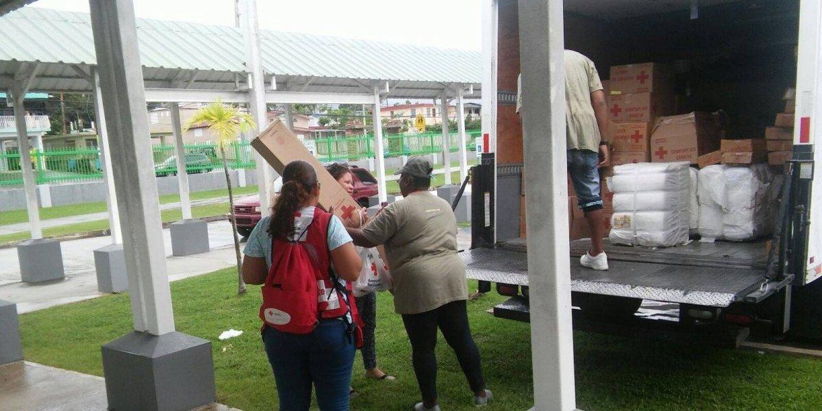 Cruz Roja entrega 4,000 frisas a personas afectadas por huracán Irma