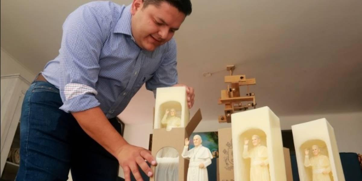 Los velones que sorprenden en Medellín por la figura del papa Francisco en 3D