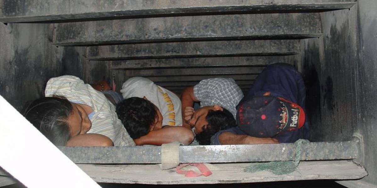 Rescatan a 12 indocumentados de un camión frigorífico
