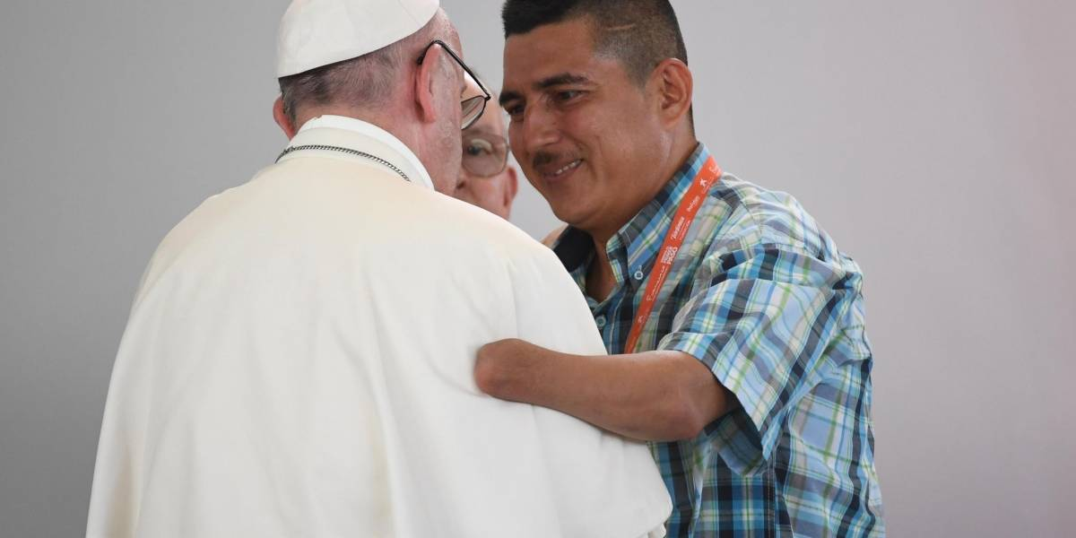 En la tierra de las víctimas y el conflicto, el papa le apostó a la paz