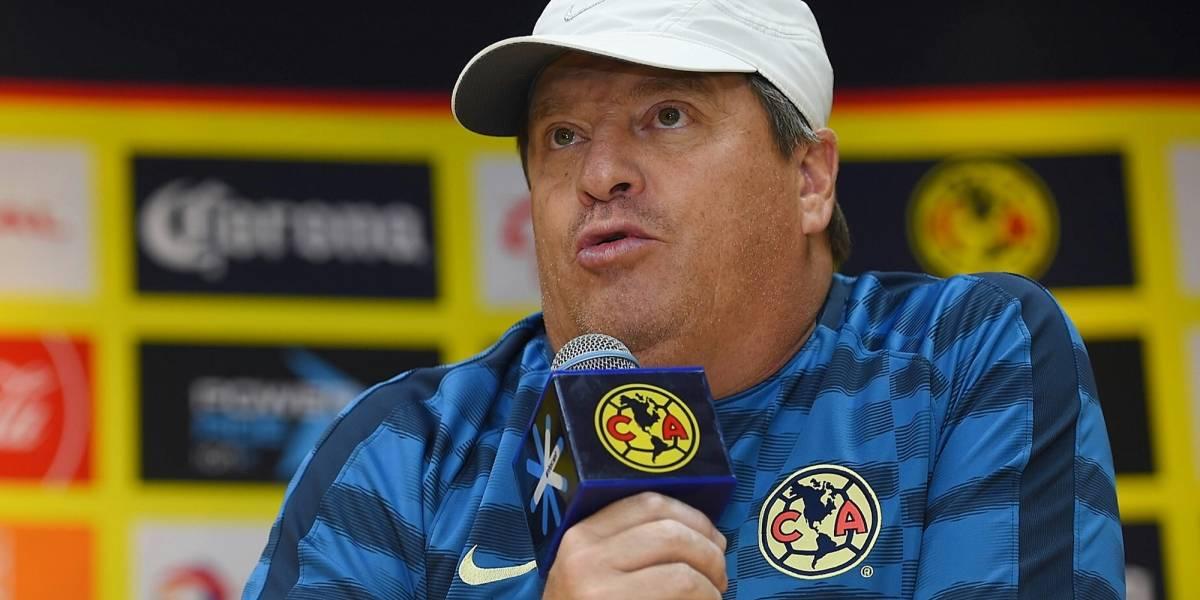 Diego Lainez manda a la banca a Cecilio Domínguez