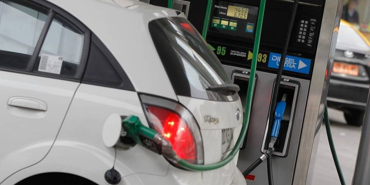 Tormenta perfecta: cuánto falta para pagar $1.000 por el litro de bencina