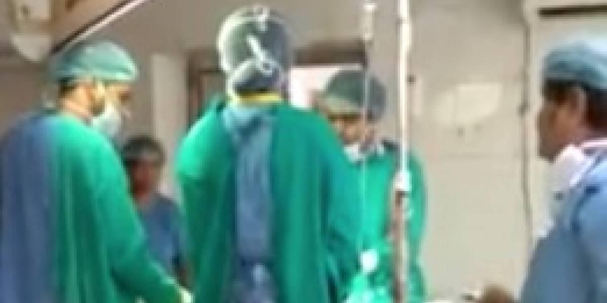 Bebé murió después de que dos médicos pelearan durante cesárea