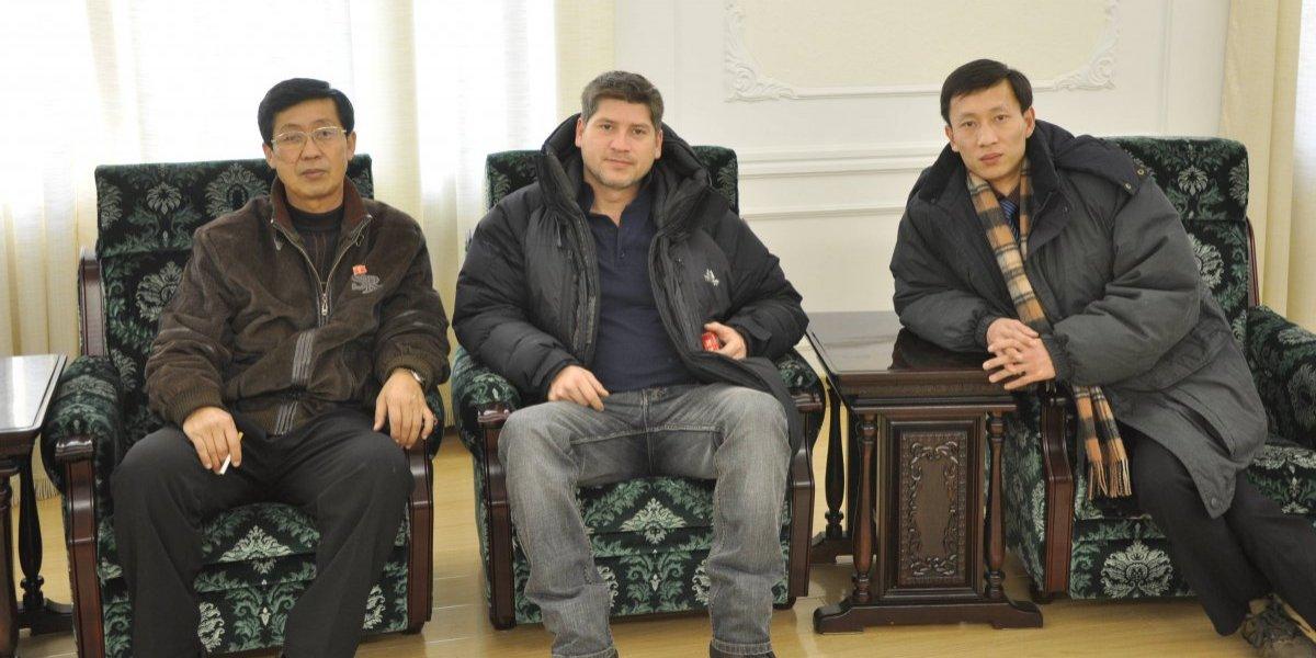 """Chileno que vivió en Corea del Norte: allá comen cucarachas, la lencería es """"porno"""" y se sienten orgullosos de homenajes a Kim"""