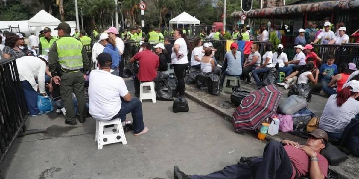 Feligreses realizan largas filas para misa del papa Francisco en Medellín