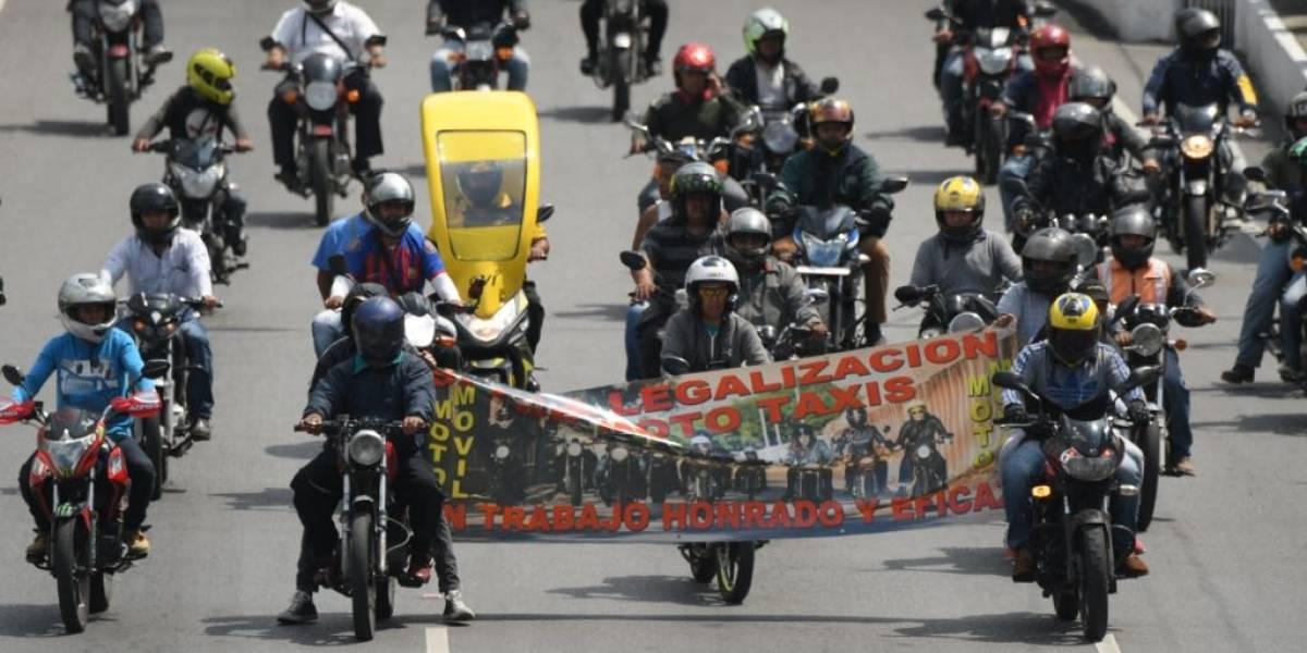 Mototaxistas realizan movilización para pedir que se legalice su trabajo