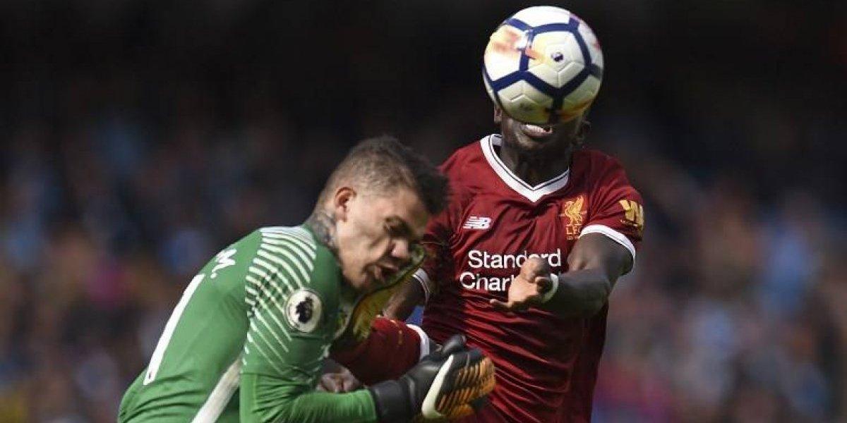 La salvaje patada en el rostro que recibió el portero del Manchester City ante el Liverpool