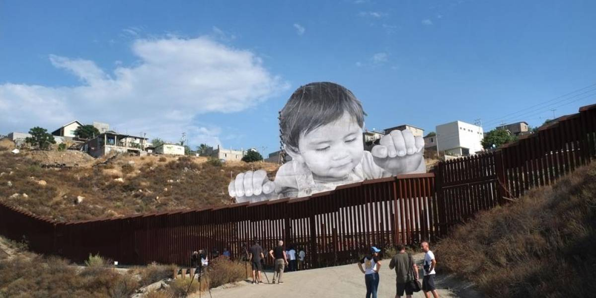 """""""Kikito"""":  El bebé gigante que se asoma en la frontera de México con EEUU"""
