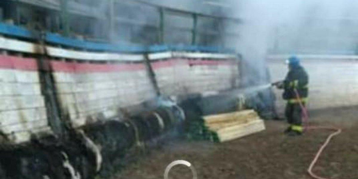 """""""Quemen todos los centros de tortura animal"""": así reaccionaron redes sociales a incendio que destruyó medialuna en Olmué"""
