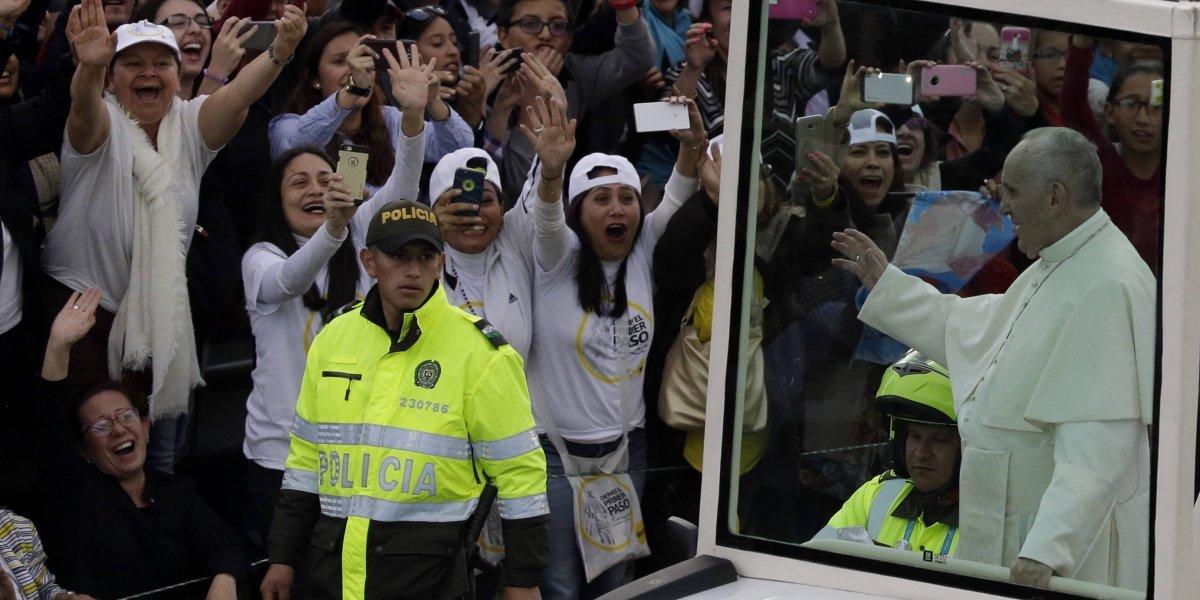 El papa Francisco se despide de Colombia y pide paz