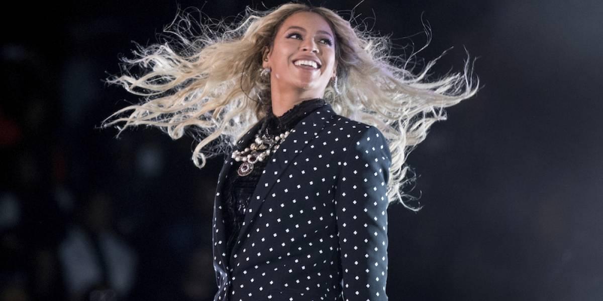Beyonce llora al visitar a víctimas de Harvey