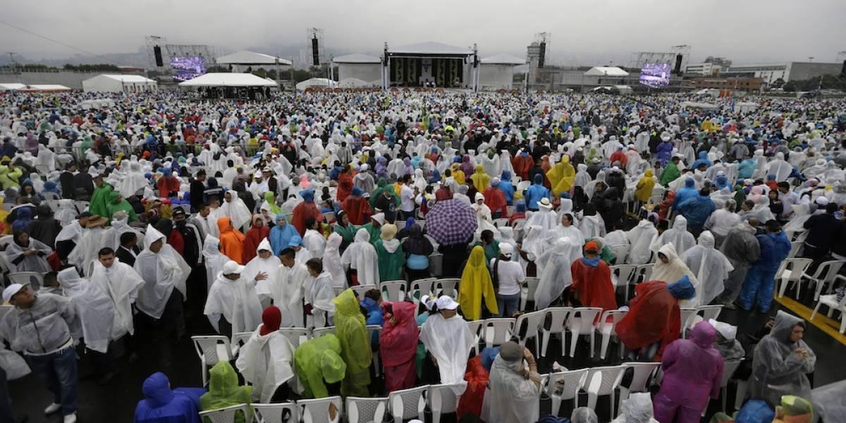 El papa viaja a Medellín a pedir compromiso contra violencia