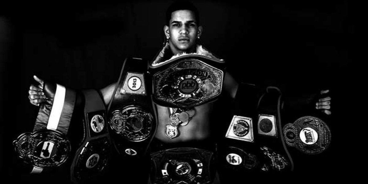 Boxeador boricua noquea a su contrincante en 41 segundos