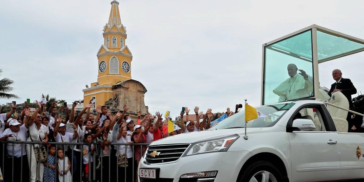 Papa Francisco se golpeó la cara en el papamóvil