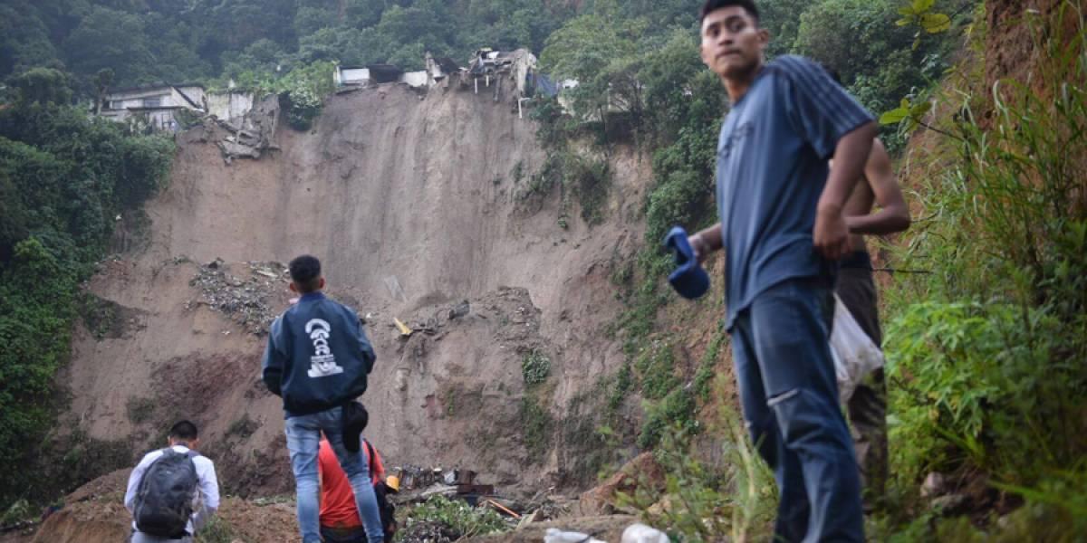 Desprendimiento de tierra en Chinautla daña varias viviendas