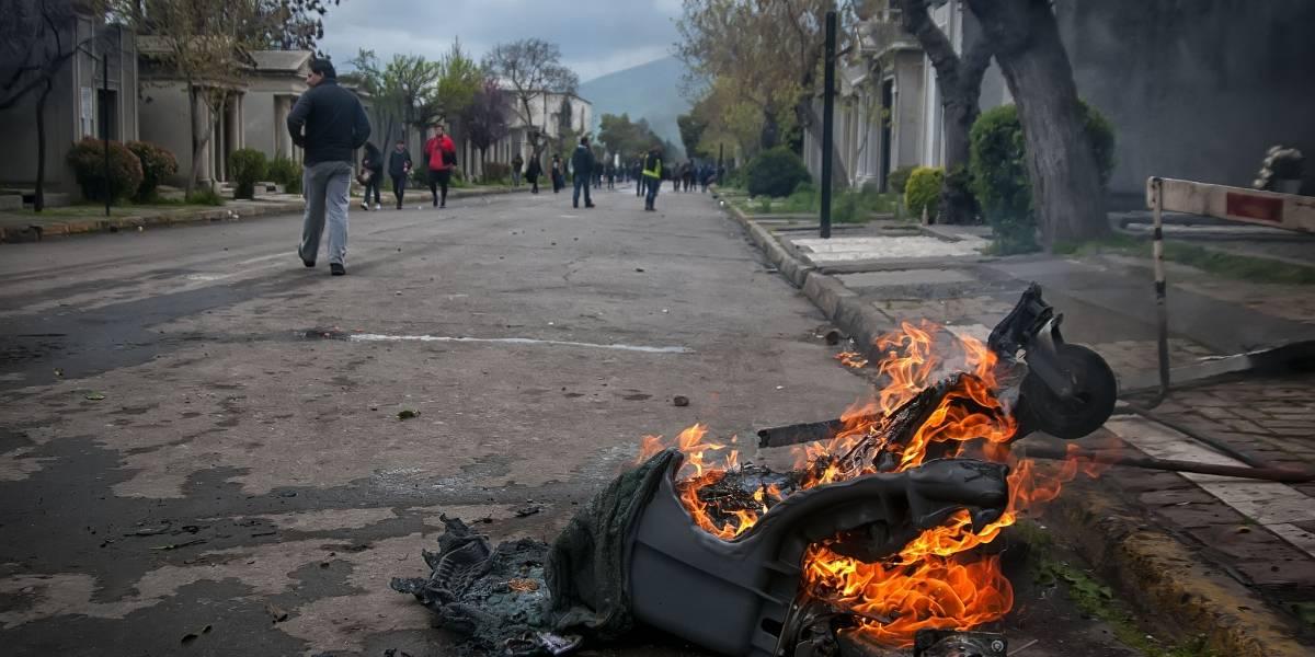 Con 25 detenidos y 6 carabineros lesionados termina marcha al Cementerio General