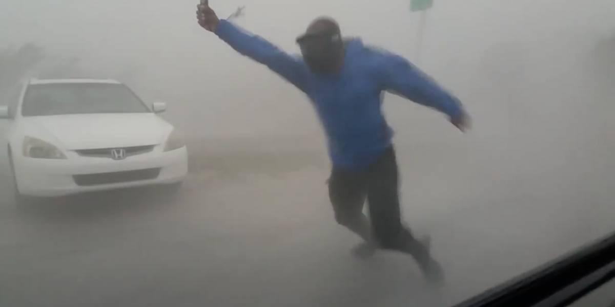 """""""Tuve que salir y probar los vientos de Irma"""": video de meteorólogo muestra el poder destructivo del huracán"""