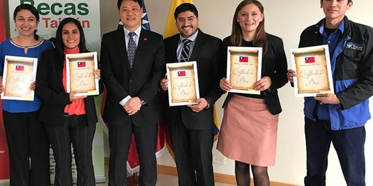 Doce ecuatorianos recibieron becas a Taiwán