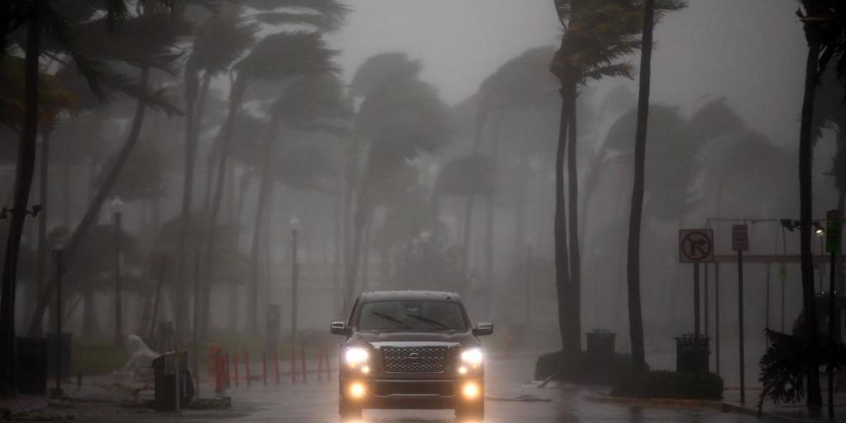 Irma se debilita a categoría 2