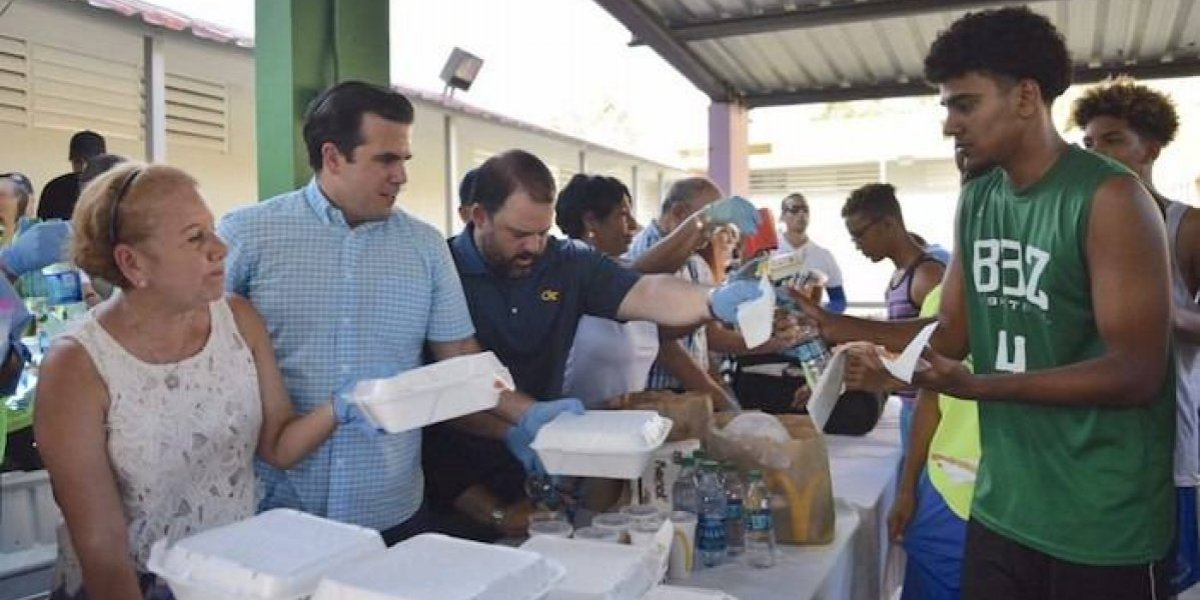 Gobernador visita Loíza para ofrecer ayuda a familias afectadas tras el paso del huracán Irma