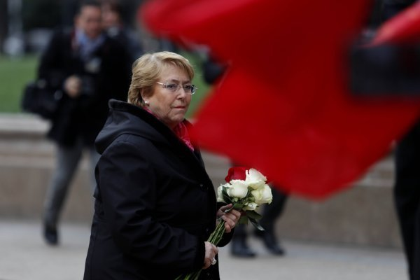 Michelle Bachelet deja arreglo foral en monumento de Salvador Allende