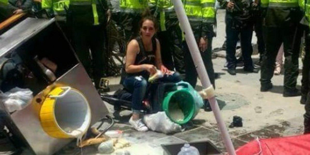 Con fotos y video denuncian el maltrato de la Policía a una vendedora ambulante del centro de Bogotá
