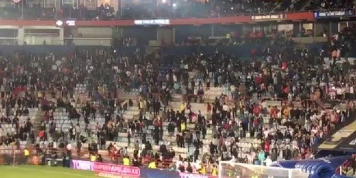 El partido entre Pachuca y Chivas terminó en golpiza