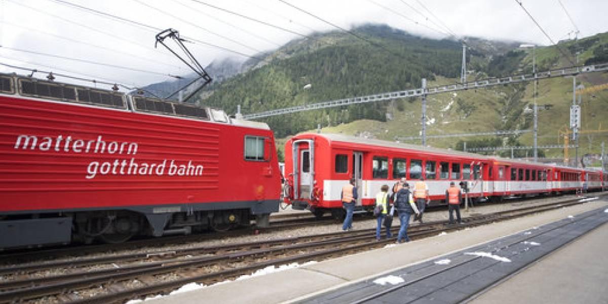 Locomotora choca con vagones en Suiza