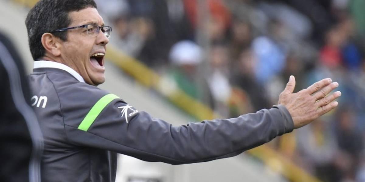 FIFA suspende al entrenador de Bolivia tras insultos a jugadores chilenos