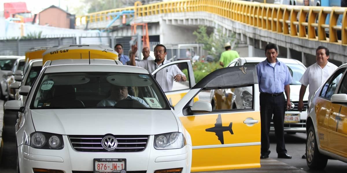 Cofece sanciona a taxistas del AICM por 23 millones de pesos