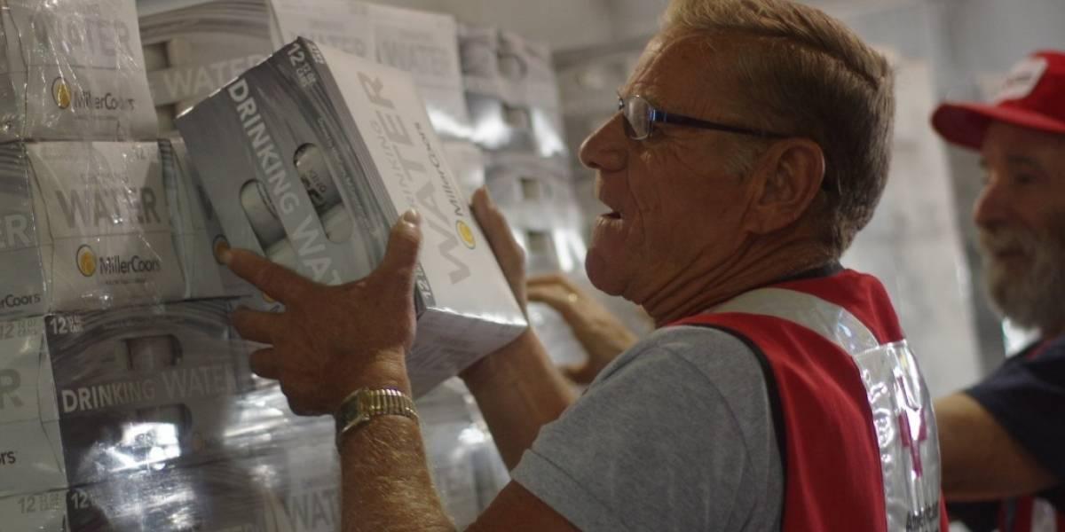 25 mil latas de agua potable llegan a víctimas de Irma