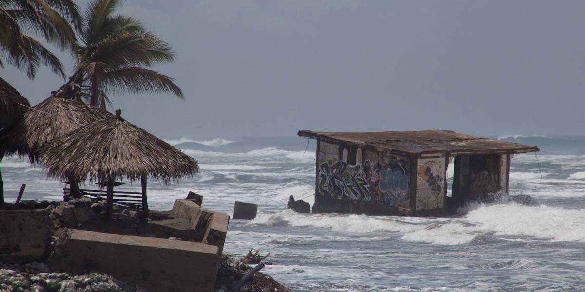 Huracán José pierde fuerza por el noreste de las Bahamas