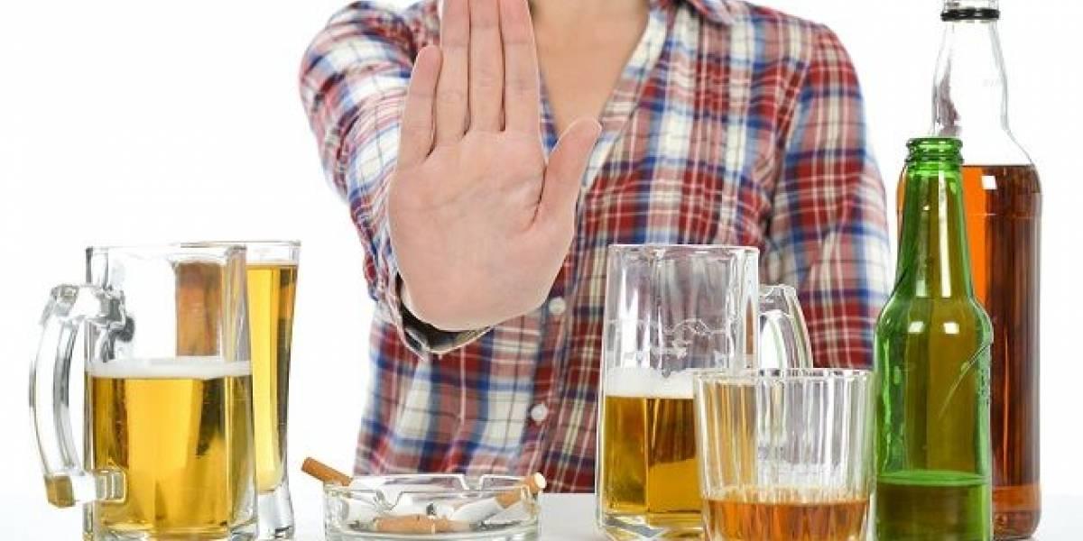 Esto le puede pasar a tu cuerpo si dejas de beber