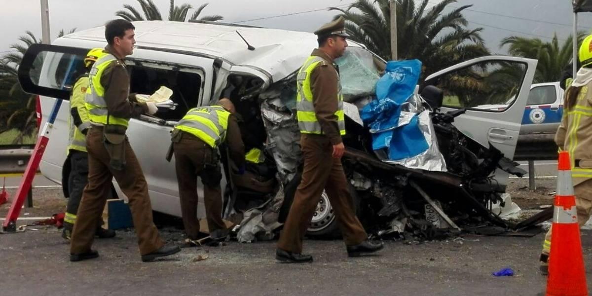 Cuatro fallecidos y un herido de gravedad deja accidente en Ruta 5 Norte en Llay Llay
