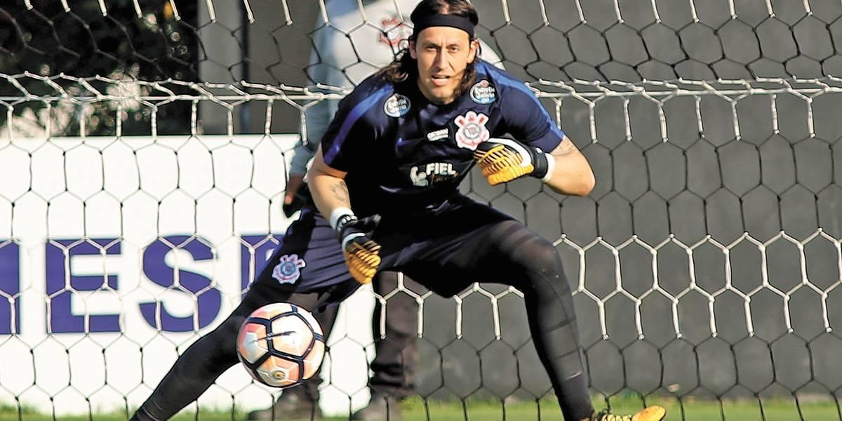 Cássio admite pressão e nega que Corinthians jogará pelo empate no clássico
