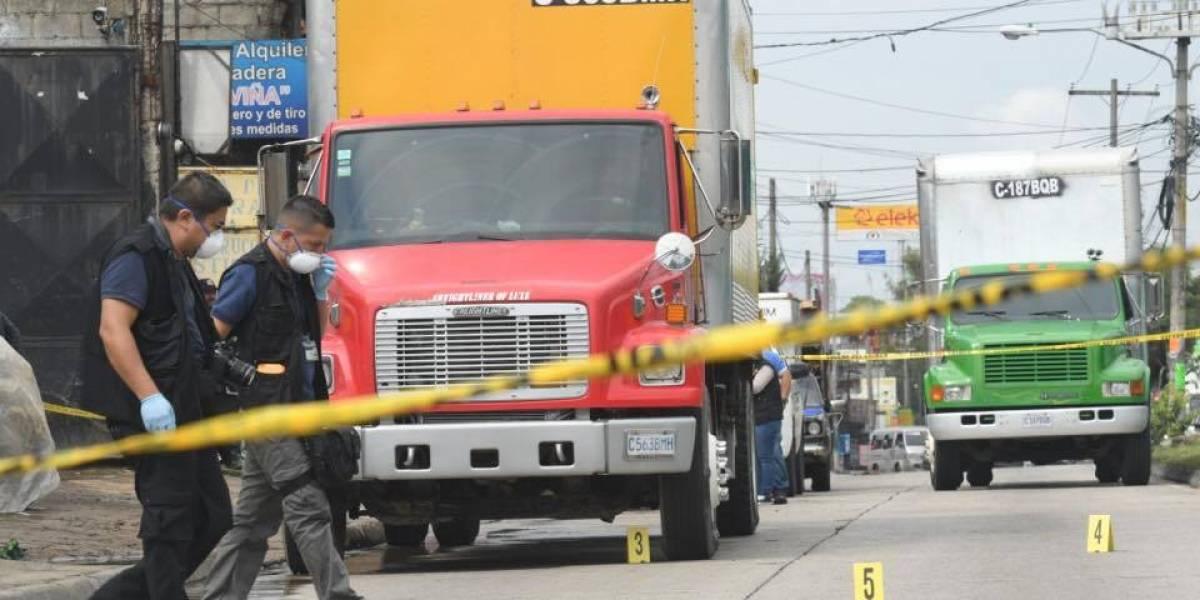 Atacan a balazos a piloto de camión recolector de basura en la zona 6 de Mixco