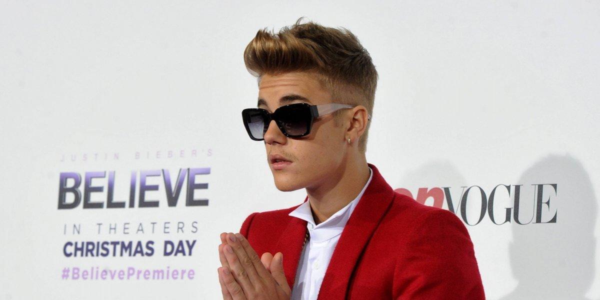 """La foto de Justin Bieber que desagradó a sus fans por sus """"malos modales"""" al comer"""