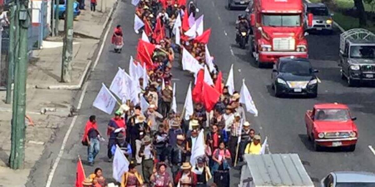 Realizan dos marchas para rechazar la corrupción e impunidad