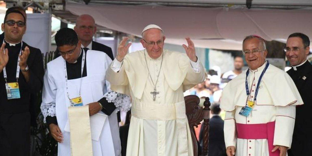 Américo canta el himno oficial de la visita del Papa Francisco a Chile