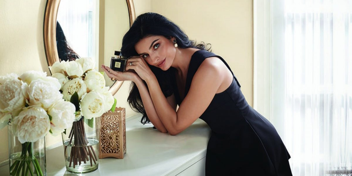 Aislinn Derbez es la imagen de la nueva fragancia de Avon que llega a Guatemala