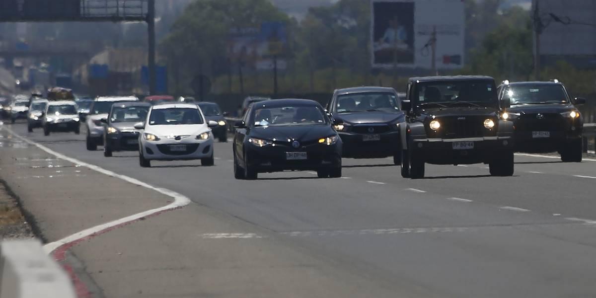 Fiestas Patrias: MOP espera que salgan 470.000 vehículos de la capital y anuncia plan de contingencia
