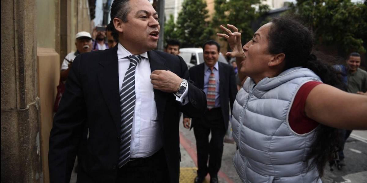 """Ciudadanos encaran a diputados al salir del Palacio Legislativo por """"legalizar el crimen"""""""