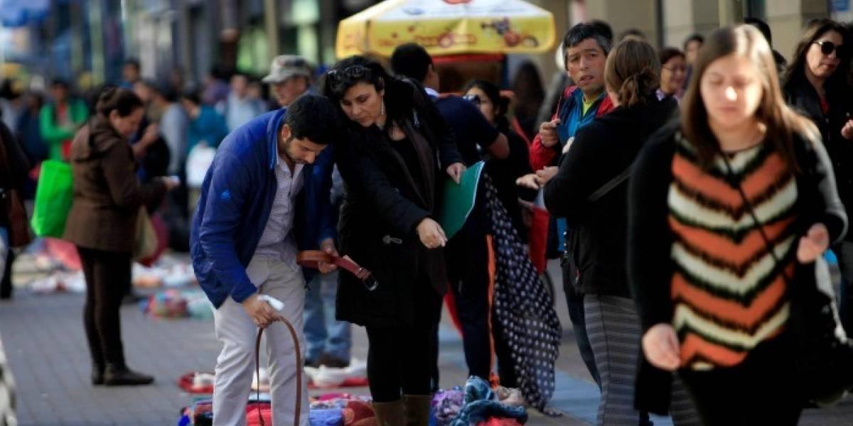 Comerciantes ambulantes de Antofagasta, Iquique y Temuco dejarían la informalidad por sueldos de entre 350 y 700 mil pesos