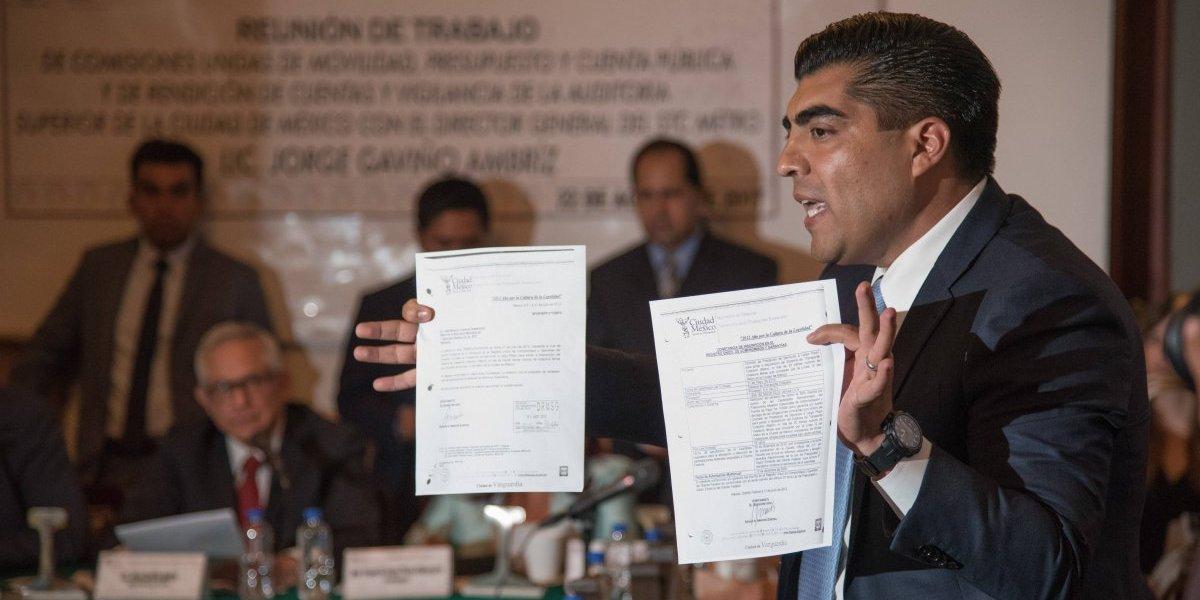 PES califica de 'traición' renuncia de Carlos Candelaria