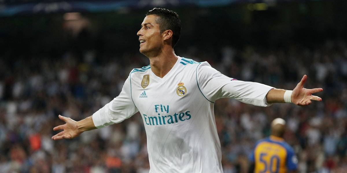 Cristiano Ronaldo vence Bola de Ouro da France Football e iguala Messi