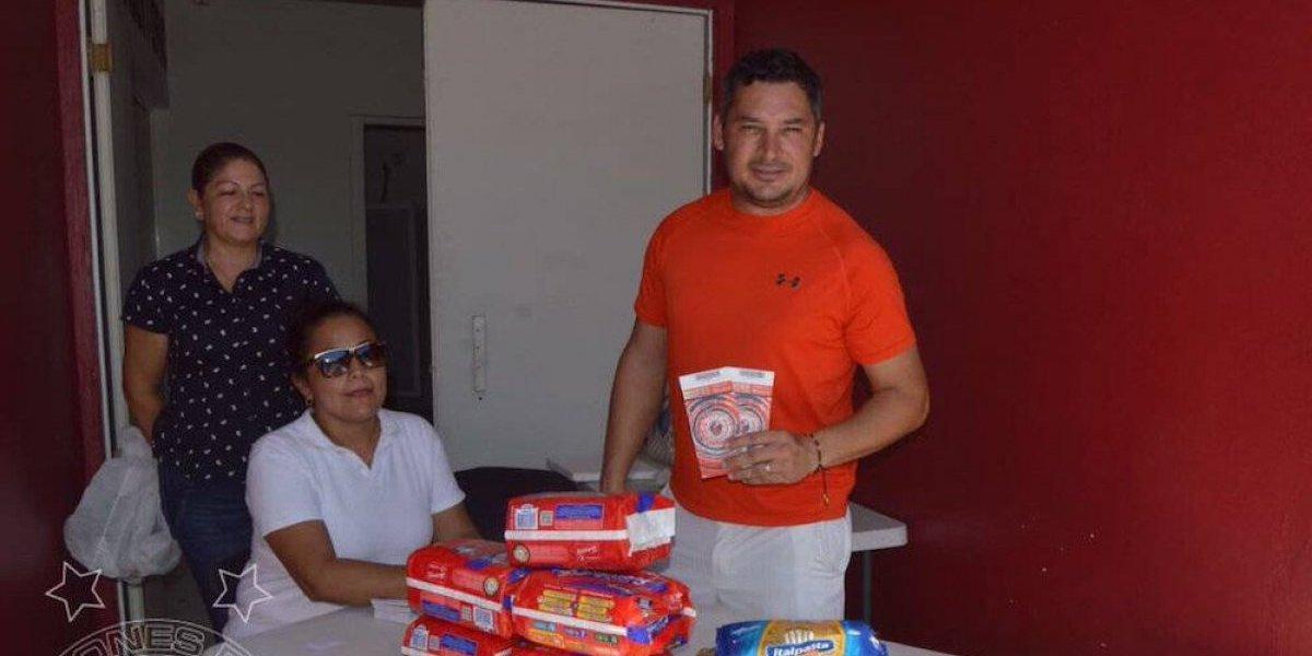 Veracruz cambia boletos por víveres para damnificados